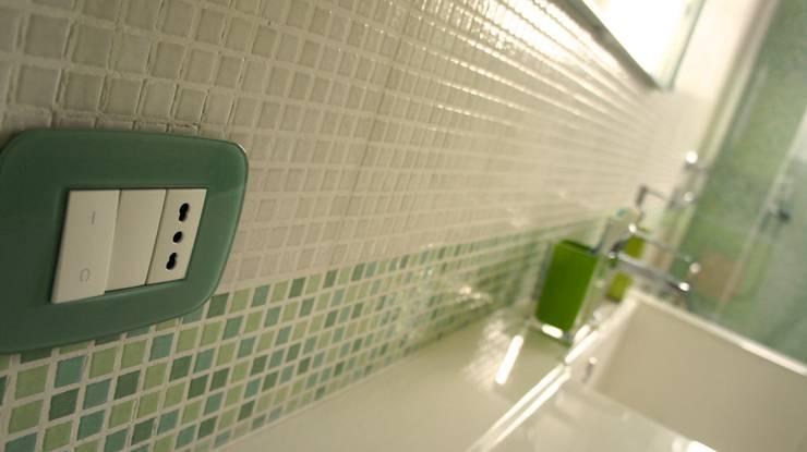 Bagno-dettaglio finiture: Bagno in stile  di Marzia Bettoli  Interior Designer