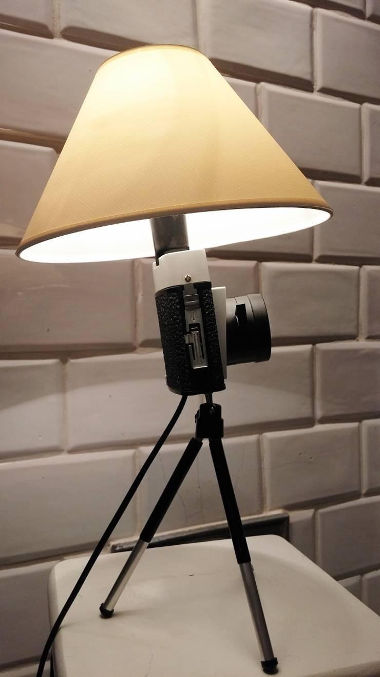 FotoLampka ami: styl , w kategorii Salon zaprojektowany przez RefreszDizajn
