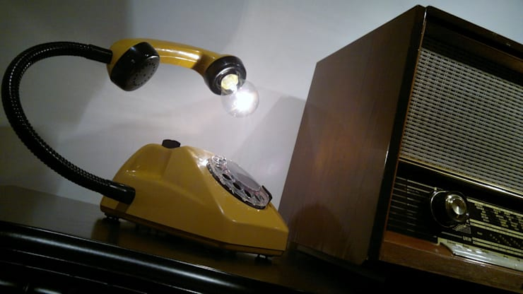 teleLAMPAfon - kaFka 77': styl , w kategorii Domowe biuro i gabinet zaprojektowany przez RefreszDizajn,