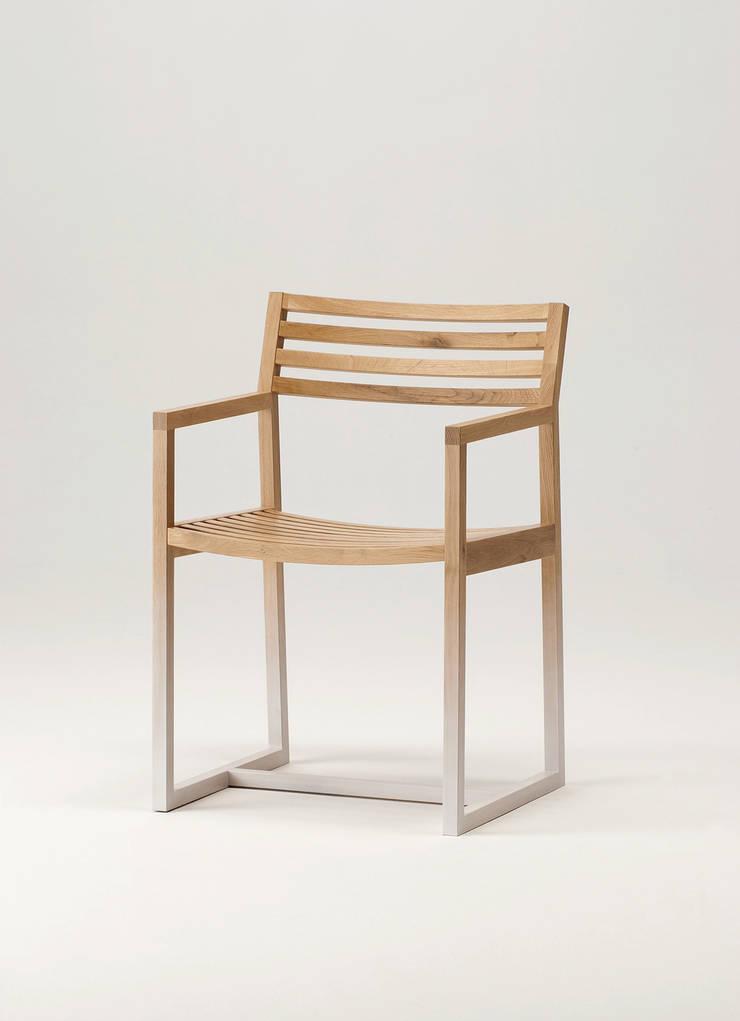 Armchair: plusoneが手掛けた家庭用品です。