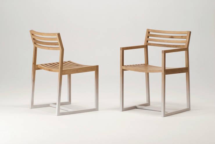 Side chair & Armchair: plusoneが手掛けた家庭用品です。
