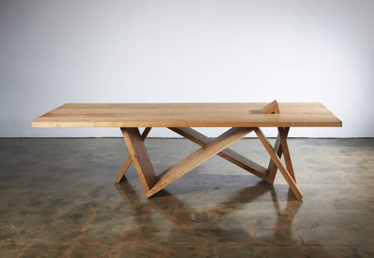 Front view _Table & Desk: Y.G.Park Wood Studio [박연규 우드스튜디오]의 현대 ,모던