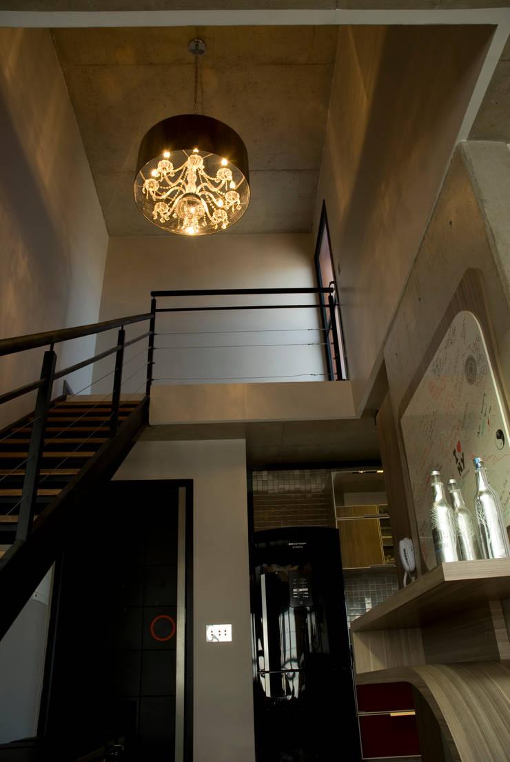 Projeto: Corredores e halls de entrada  por Carla Sorg Arquitetura & Interiores