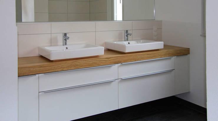 Tillmann Fuchs Dipl.-Ing. Architekt BDA: moderne Badezimmer von Scholz&Fuchs Architekten