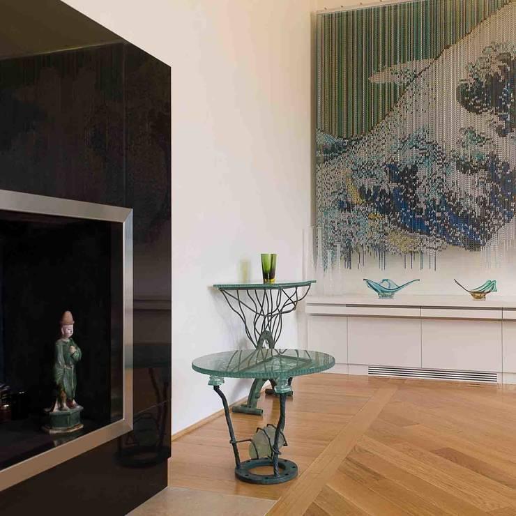 Salas de estilo moderno de Pietre di Rapolano Moderno Madera Acabado en madera
