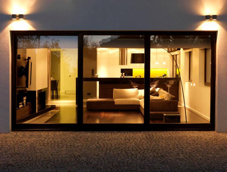 Dom  Ursus: styl , w kategorii Salon zaprojektowany przez living box,