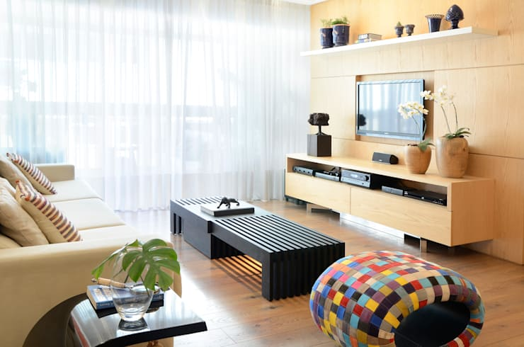 Apartamento Madeira: Salas de estar  por Coutinho+Vilela