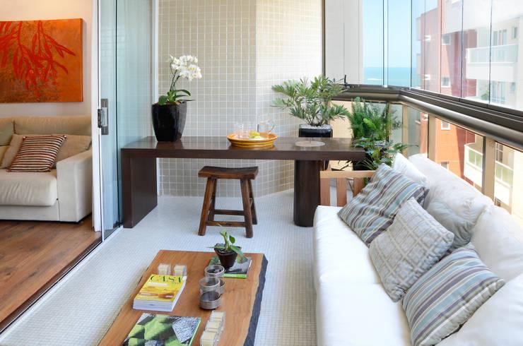 Apartamento Madeira: Terraços  por Coutinho+Vilela