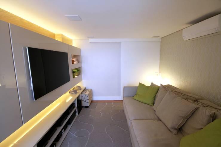 Salas de entretenimiento de estilo  por MeyerCortez arquitetura & design