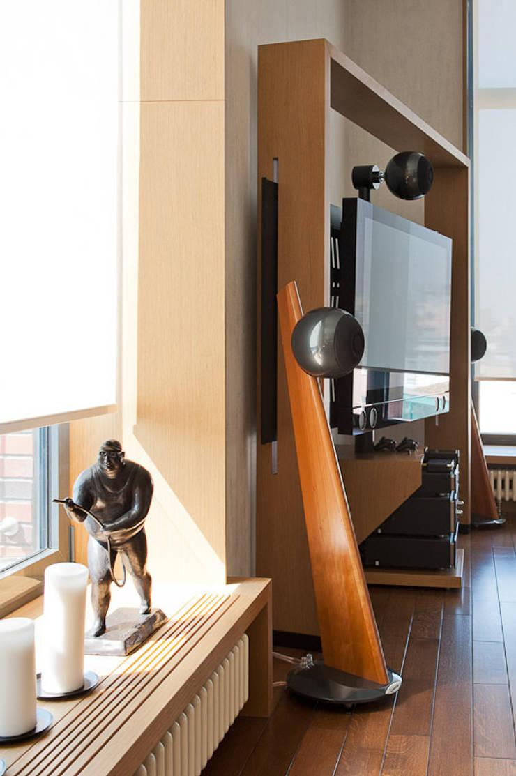 Квартира в Москве для молодого человека.: Гостиная в . Автор – Студия экспериментального проектирования 'Rakurs'