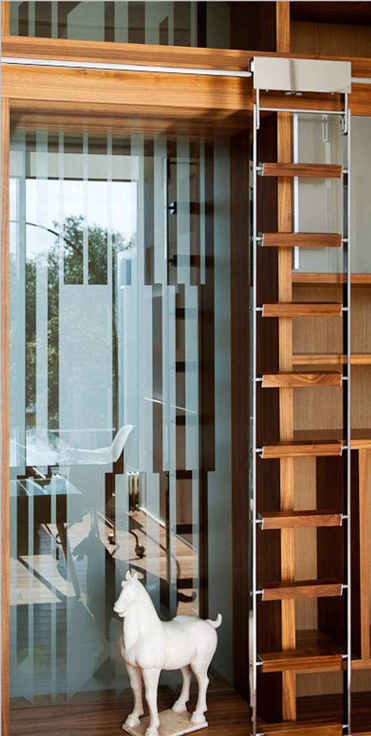 Квартира в Москве для молодого человека.: Рабочие кабинеты в . Автор – Студия экспериментального проектирования 'Rakurs'