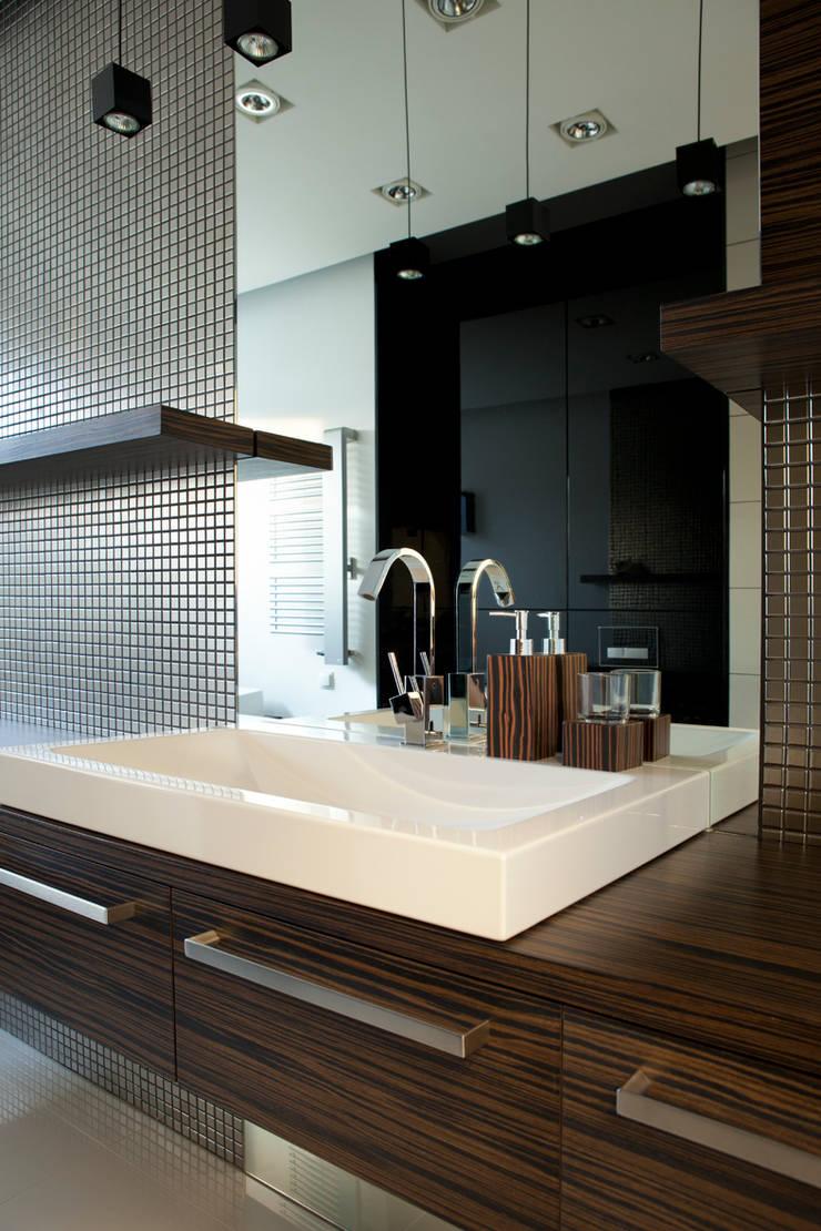 Minimalistyczna łazienka: styl , w kategorii Łazienka zaprojektowany przez living box,