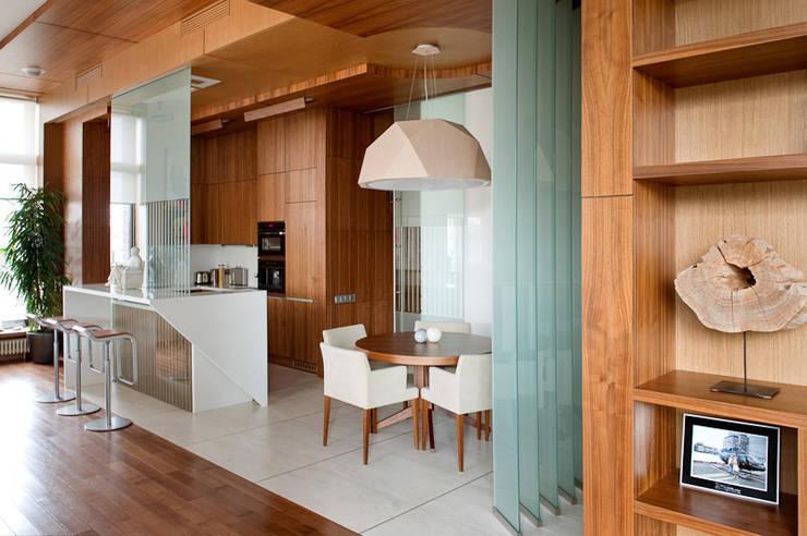 Квартира в Москве для молодого человека.: Кухни в . Автор – Студия экспериментального проектирования 'Rakurs'