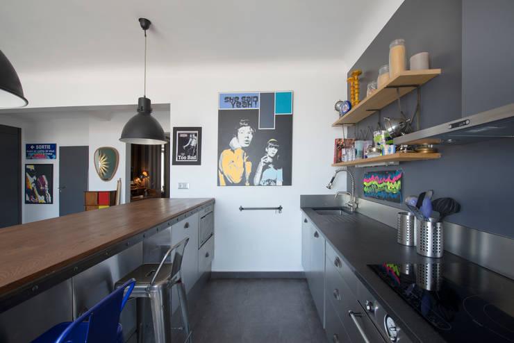 Appartement Caulaincourt Paris: Cuisine de style  par Hélène de Tassigny
