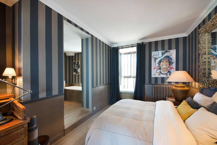 Appartement Caulaincourt Paris: Chambre de style de style Moderne par Hélène de Tassigny