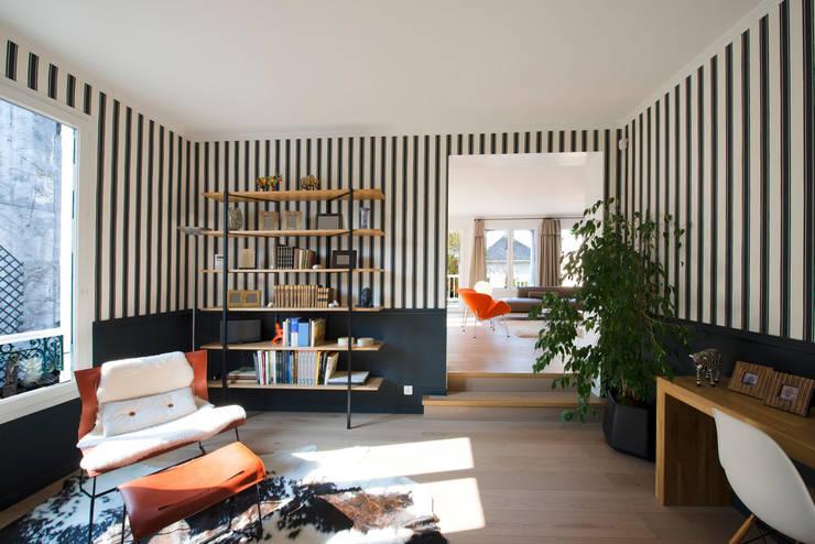 Maison individuelle Le Chesnay: Bureau de style  par Hélène de Tassigny