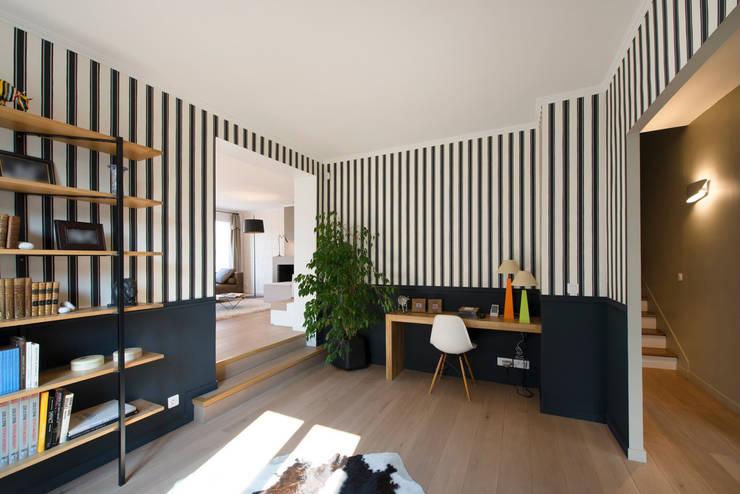 Maison individuelle Le Chesnay: Bureau de style de style eclectique par Hélène de Tassigny
