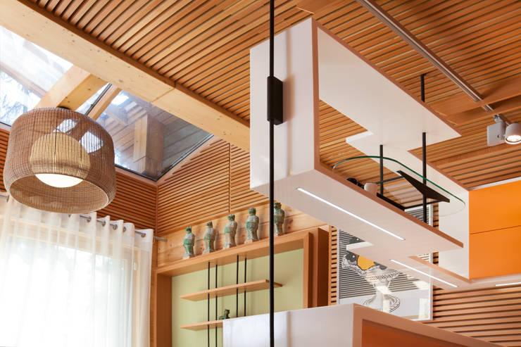 Интерьер частного дома в Подмосковье: Кухни в . Автор – Студия экспериментального проектирования 'Rakurs'