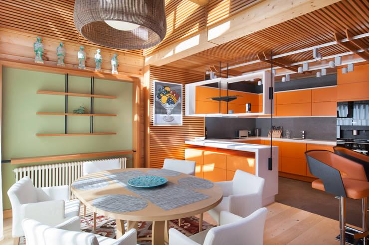 Интерьер частного дома в Подмосковье: Столовые комнаты в . Автор – Студия экспериментального проектирования 'Rakurs'