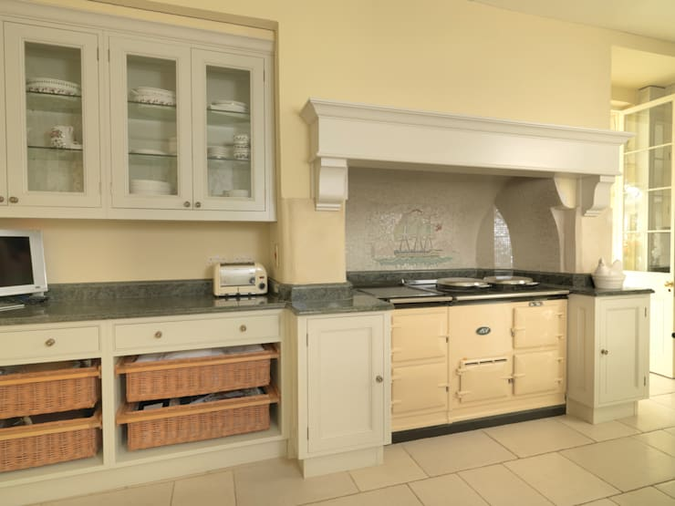 Bath Kitchen designed and made by Tim Wood: classic Kitchen by Tim Wood Limited