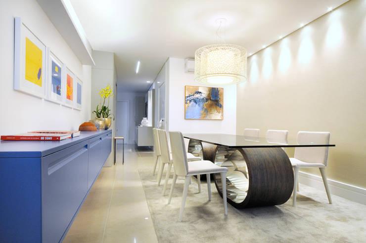 Apartamento Blue: Salas de jantar  por Coutinho+Vilela,