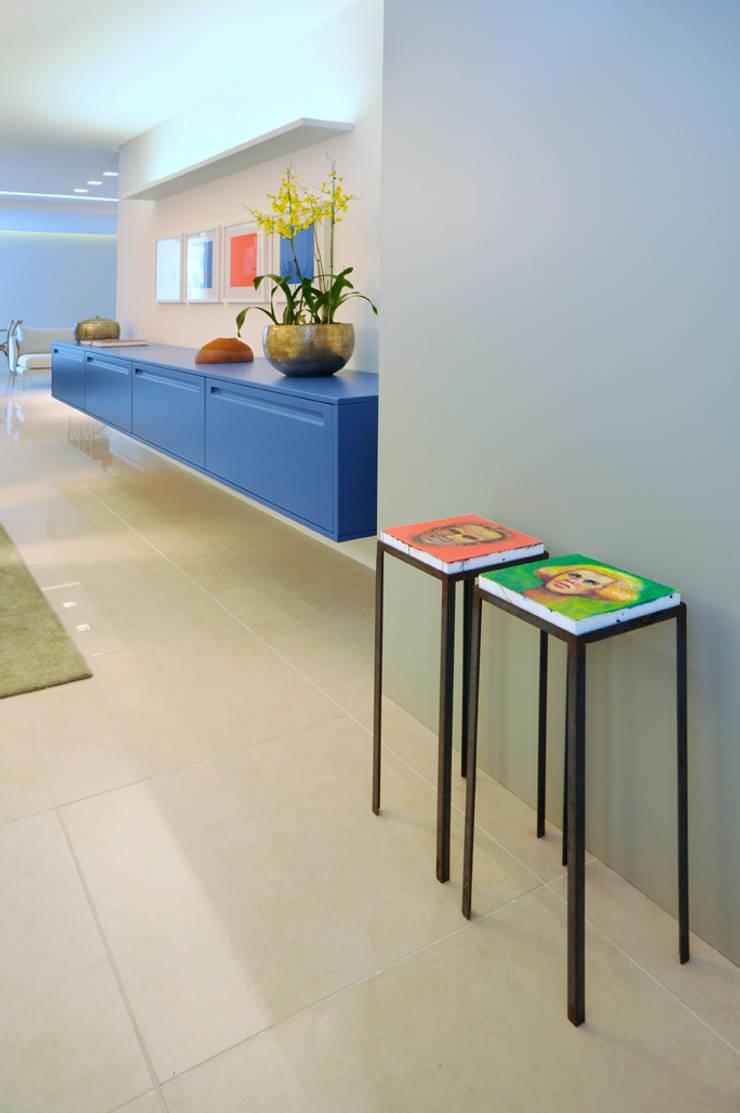 Apartamento Blue: Sala de jantar  por Coutinho+Vilela,