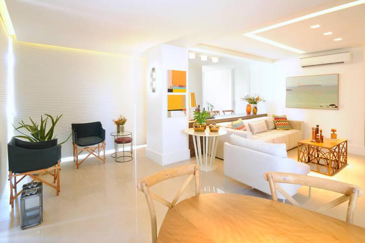 Apartamento Blue: Salas de estar  por Coutinho+Vilela,