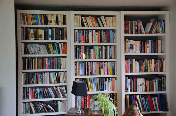 Staggered Bookcase:  Living room by Tim Jasper