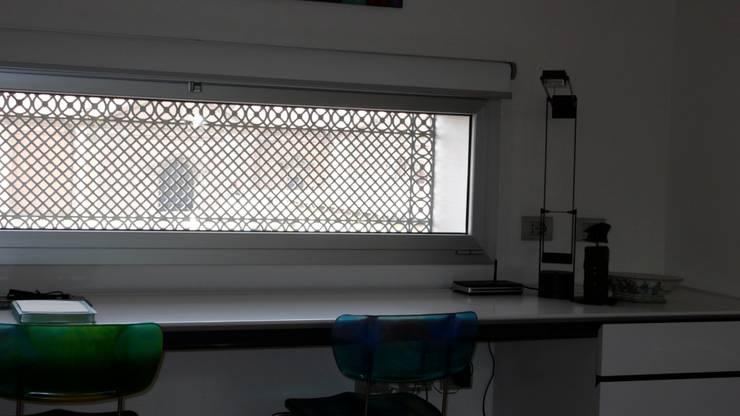 Puertas y ventanas de estilo moderno por Studio Rizzati
