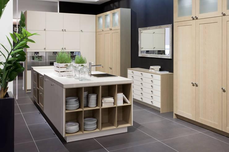 Edle Küche von Pronorm:  Küche von Küchenwerkstatt Josef Kriener