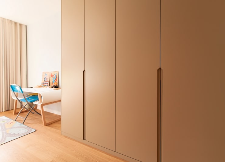 Cutting Edge Bathrooms and Bespoke Joinery for the House in Dulwich:  Bedroom by Temza design and build