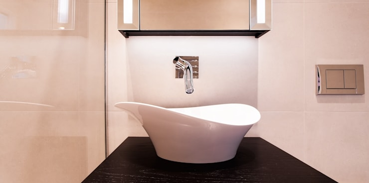 Cutting Edge Bathrooms and Bespoke Joinery for the House in Dulwich:  Bathroom by Temza design and build