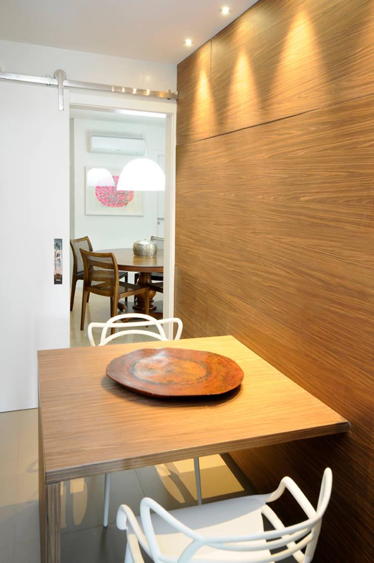 Apartamento Blue: Cozinhas  por Coutinho+Vilela,