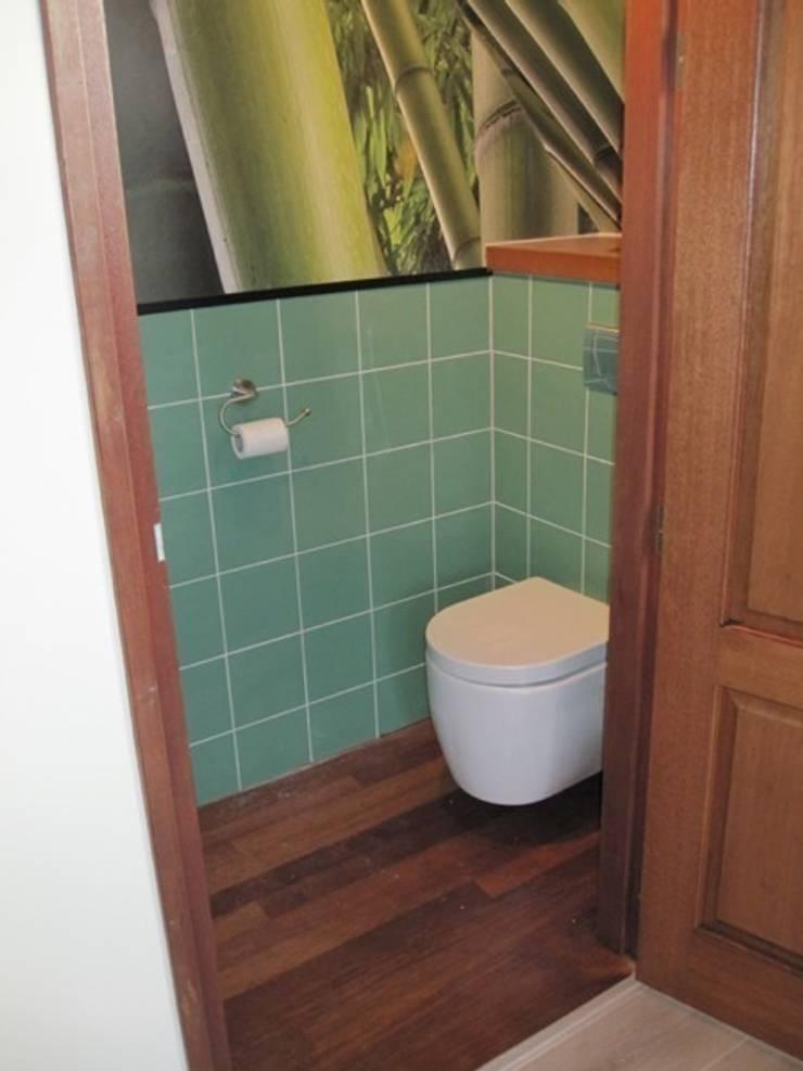 gastenbadkamer in Harens landhuis:  Badkamer door Badexclusief