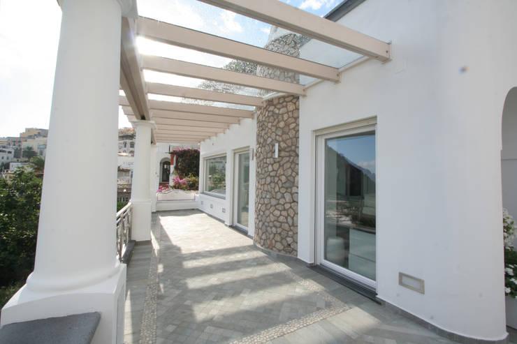 Terrazas de estilo  por Imperatore Architetti