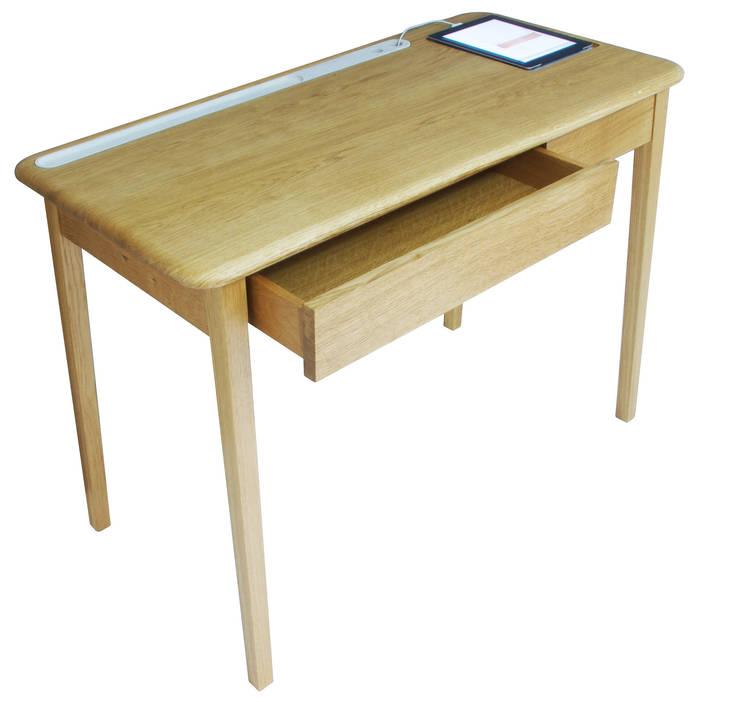 AB Desk:  Study/office by AFID Design