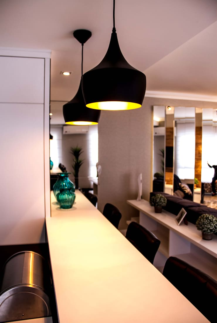 Projeto de Arquitetura de Interiores – Sala de Estar Integrada: Salas de estar ecléticas por Sarah & Dalira