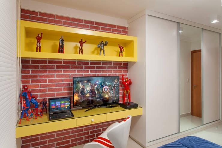 Apartamento Ribeirão Preto: Quarto infantil  por Designer de Interiores e Paisagista Iara Kílaris
