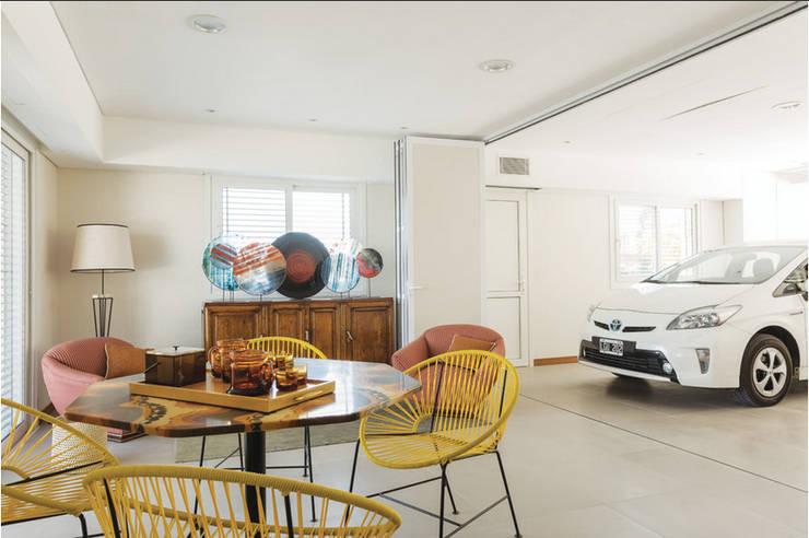 Dining room by La Casa G: La Casa Sustentable en Argentina