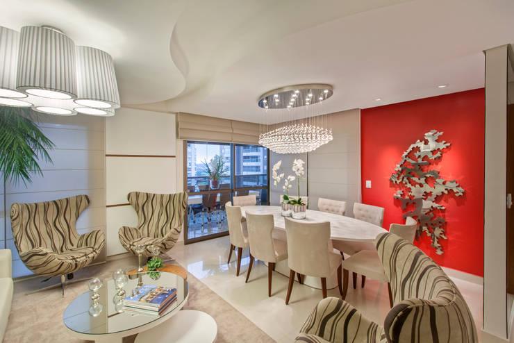 Salas de jantar modernas por Designer de Interiores e Paisagista Iara Kílaris