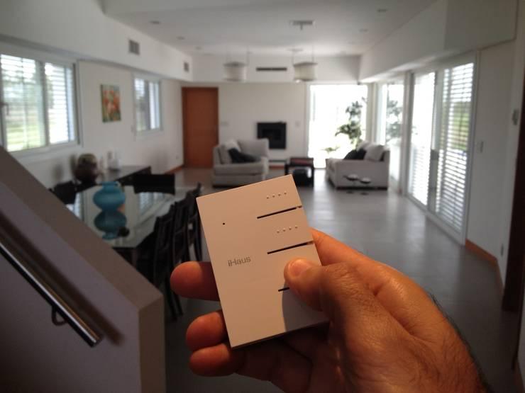 La Casa G: La Casa Sustentable en Argentina.: Livings de estilo  por La Casa G: La Casa Sustentable en Argentina