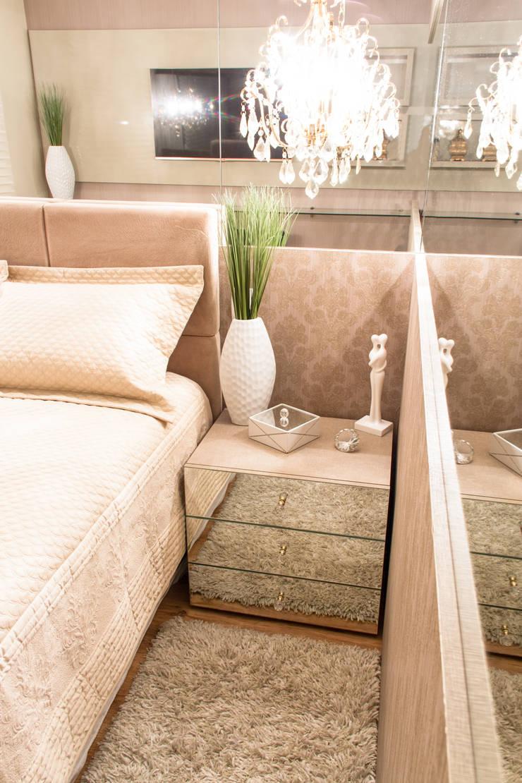 Projeto de Arquitetura de Interiores – Quarto Casal: Quartos  por Sarah & Dalira,