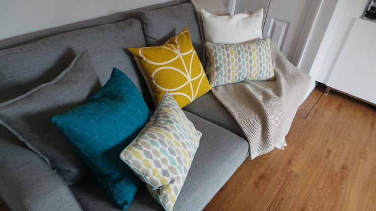 Living Room Cushions & Throws:  Living room by Eva Antoniou Interior Design