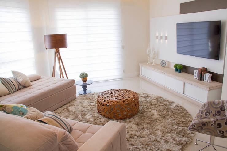 Projeto de Arquitetura de Interiores - Sala de Estar: Salas de estar  por Sarah & Dalira