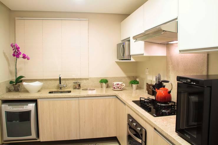 Projeto de Arquitetura de Interiores – Apartamento Casal: Cozinhas  por Sarah & Dalira,Eclético
