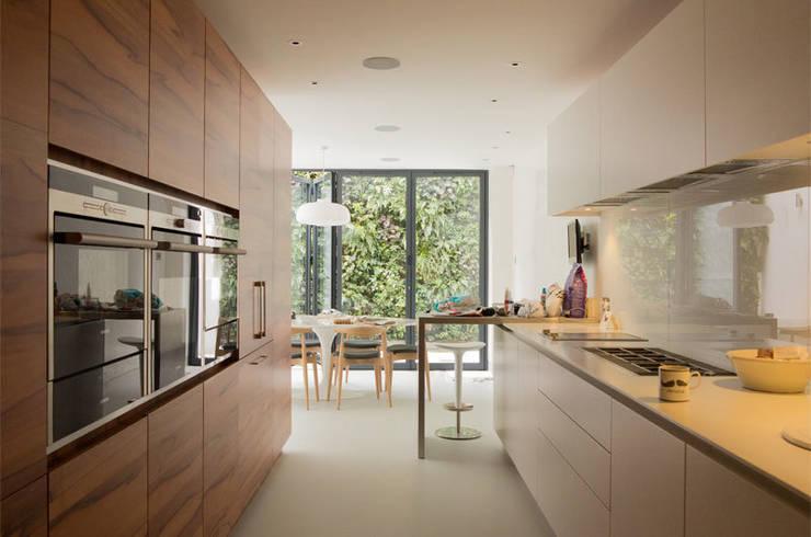 Maison K #45: Cuisine de style  par ATELIER R ARCHITECTES