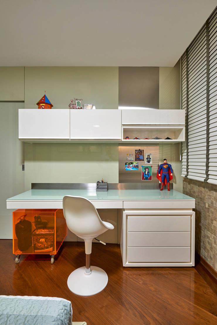 APARTAMENTO FUNCIONÁRIOS III: Quarto infantil  por Gislene Lopes Arquitetura e Design de Interiores