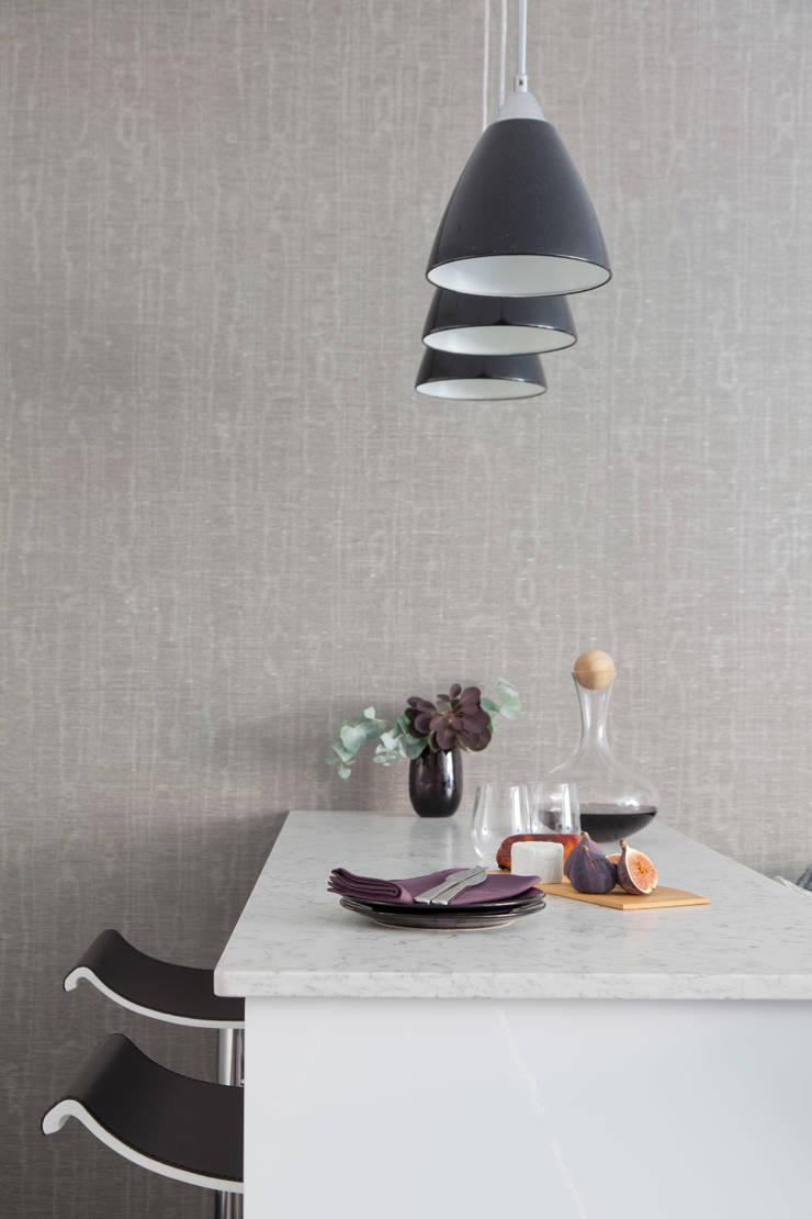 West End Apartment:  Kitchen by Nicola Holden Designs