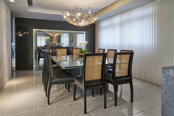 APARTAMENTO FUNCIONÁRIOS III: Salas de jantar  por Gislene Lopes Arquitetura e Design de Interiores