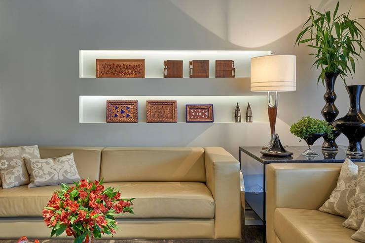 APARTAMENTO FUNCIONÁRIOS III: Salas de estar  por Gislene Lopes Arquitetura e Design de Interiores